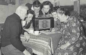 Family-listening-to-radio-compressor - Seleqtive